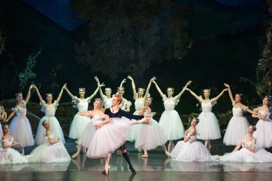 3. Alina Cojocaru si Steven McRae, alaturi de Compania de Balet a ONB,  in premiera La Sylphide, Opera Nationala Bucuresti